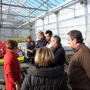 Les membres du cluster plantes à l'écoute des explications des techniciens d'Astredhor sud-ouest