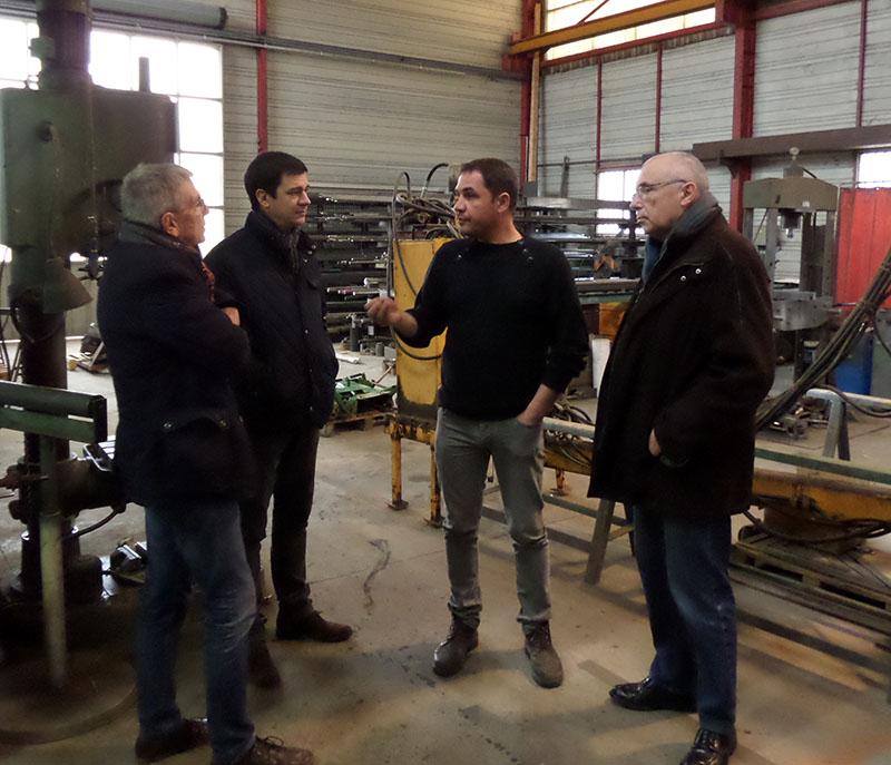 Louis Uminski et Philippe Barrère, vice-présidents, ainsi que Nicolas Lacombe, président, écoutent les explications de Denis Vicentini