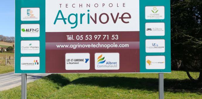 Crédit photo : SMDEN Légende photo : les premières structures installées aux côtés d'Agrinove, rassemblées sur le panneau d'accueil de la technopole.